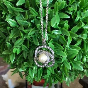 Jewelry - Faux Pearl & Rhinestone Infinity Circle Necklace